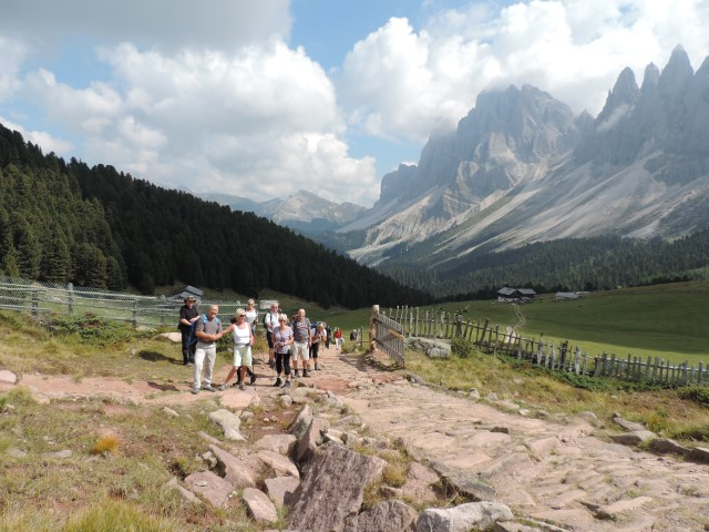 Image: walk to the Brogles Hut enjoyed by guests in the Dolomites