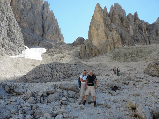 Image: Path through Sassolungo in the Dolomites