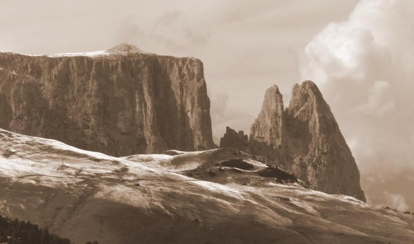 image: Sciliar seen from the Alpe di Siusi