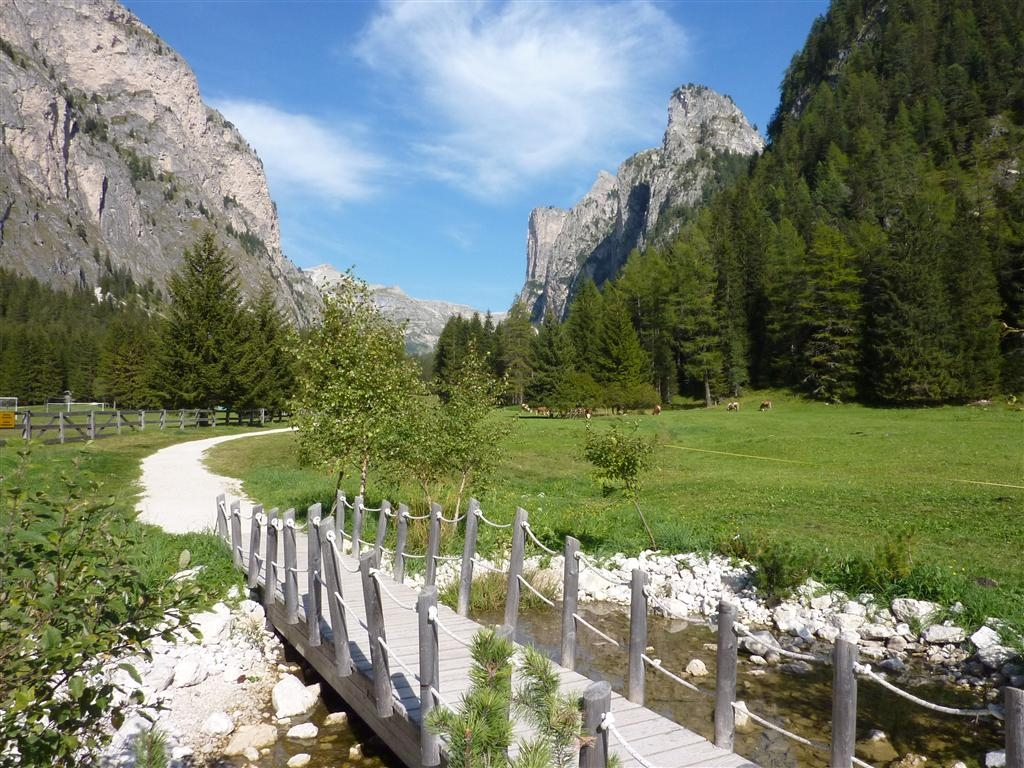 Image: Vallunga a spectacular U shaped valley in Val Gardena