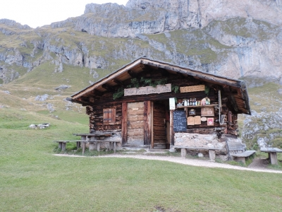 image: a popular coffee stop with Pinnacle walking holidays guests.