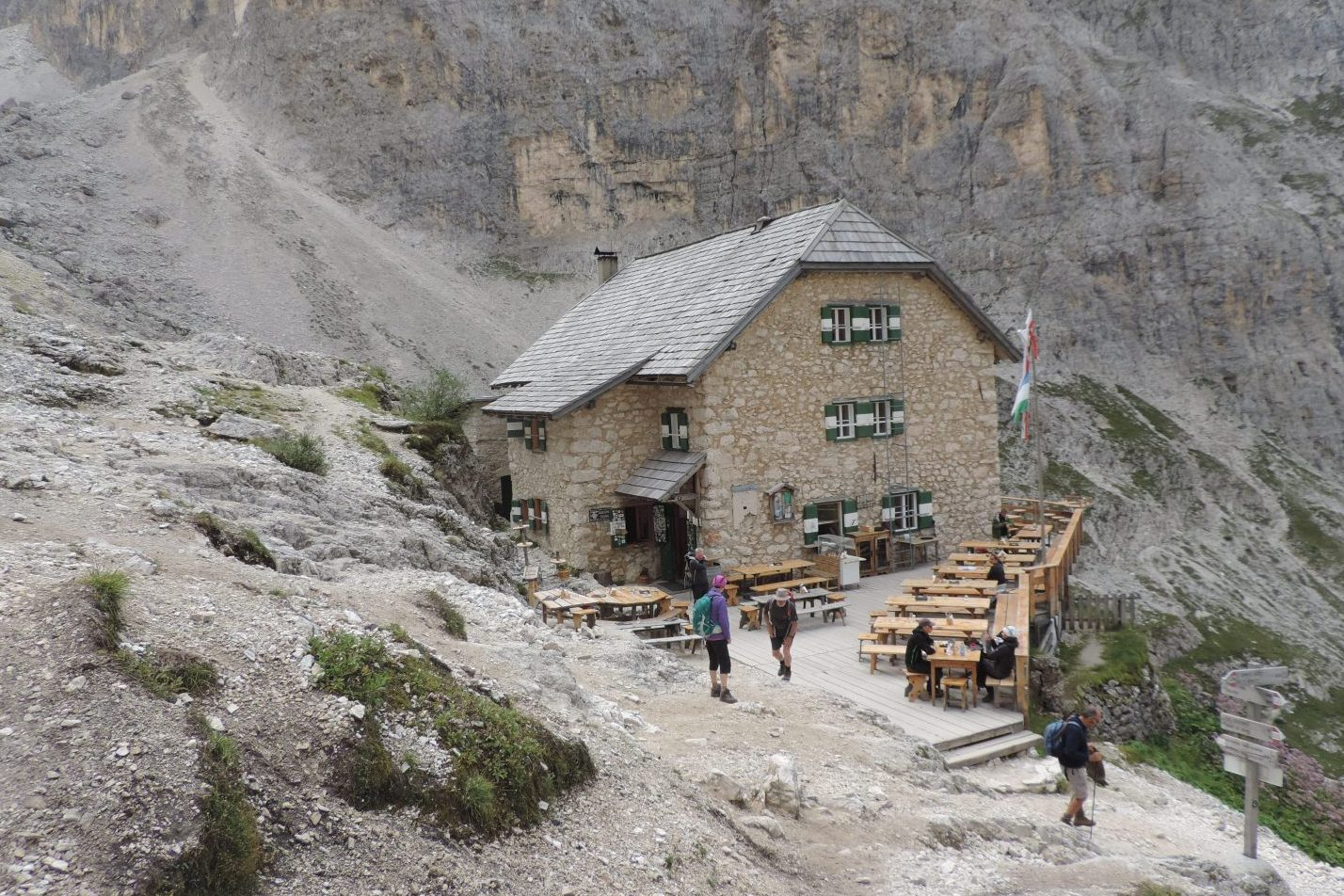 image: a great refuge at the base of sassolungo