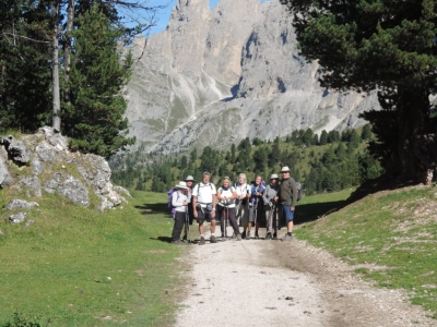 image: walking from the sella pass to plan on a pinnacle walking holiday